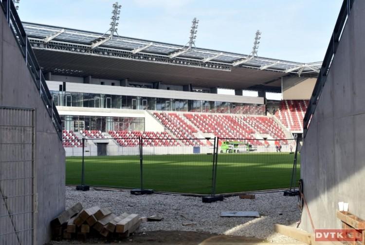 Pazar látvány! Kívül-belül csinosodik a diősgyőri stadion