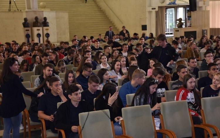 Sztárvendéggel is beszélgethettek a miskolci diákok