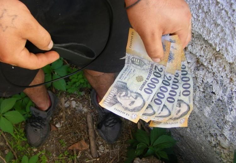 Farönk alatt lapult a pénz Mádon