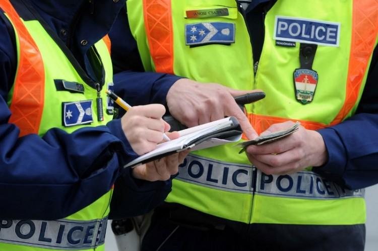 Rendőrökre támadtak Borsodban