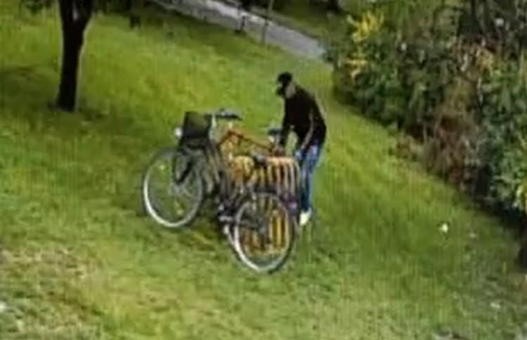 Nőies mozgású férfi lopott biciklit Ózdon