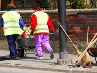 A közmunkások bére bruttó 15 ezerrel emelkedett