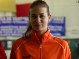 Debreceni ifjú hölgy, aki a miniszter elé járul