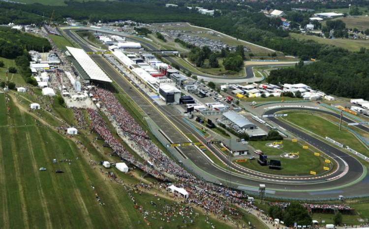 Óriási tömeg érkezik Magyarországra