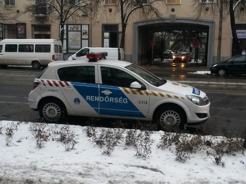 Lejárt műszakis rendőrautót fotóztak Debrecenben