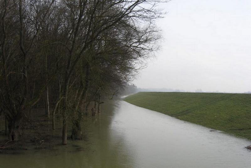 Lassan megnyugszik a Tisza, visszahúzódnak vizeink