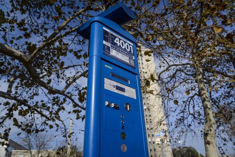 Így működik az ad-hoc parkolás Debrecenben