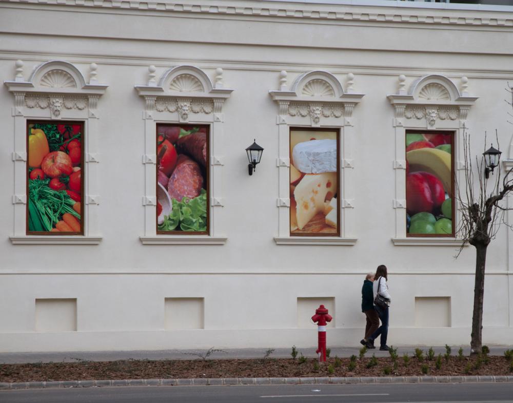 Debrecenben kinézett a kolbász az ablakon