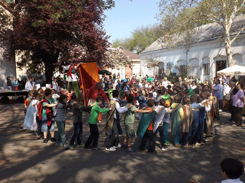 Tavaszi vásári forgatag és dínomdánom lesz Debrecenben