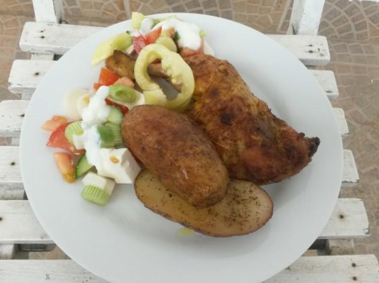Sült csirkecomb héjában sült újburgonyával