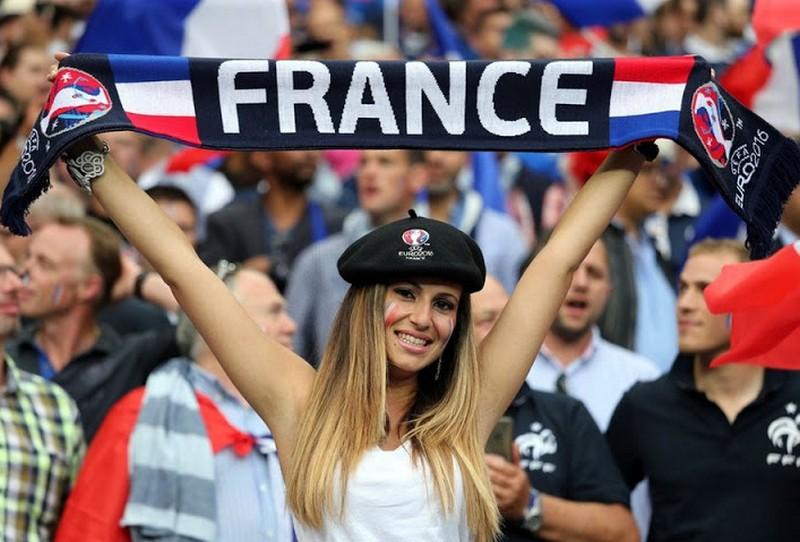Párizs nagy ünnepre készül - de lehet belőle pofára esés is