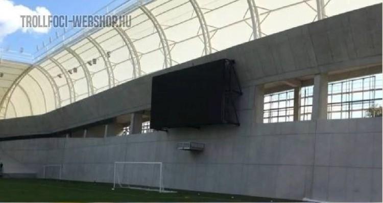 Az MTK-stadionon szétröhögi magát az ország