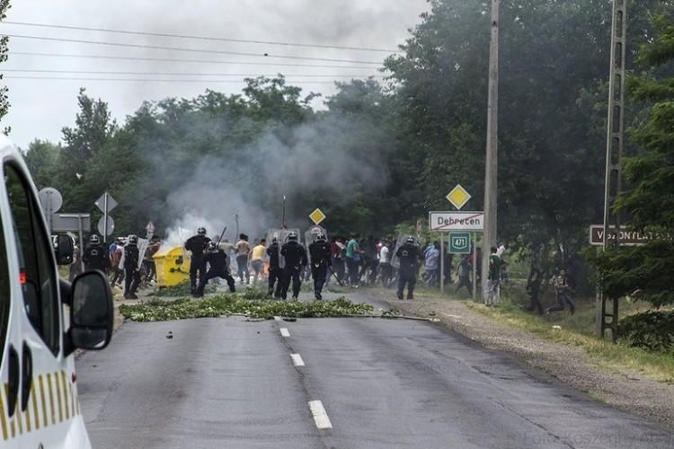 Fellázadtak a migránsok, elszabdult a pokol Debrecenben