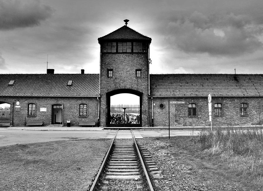 Holokauszttagadásért emelt vádat az ügyészség
