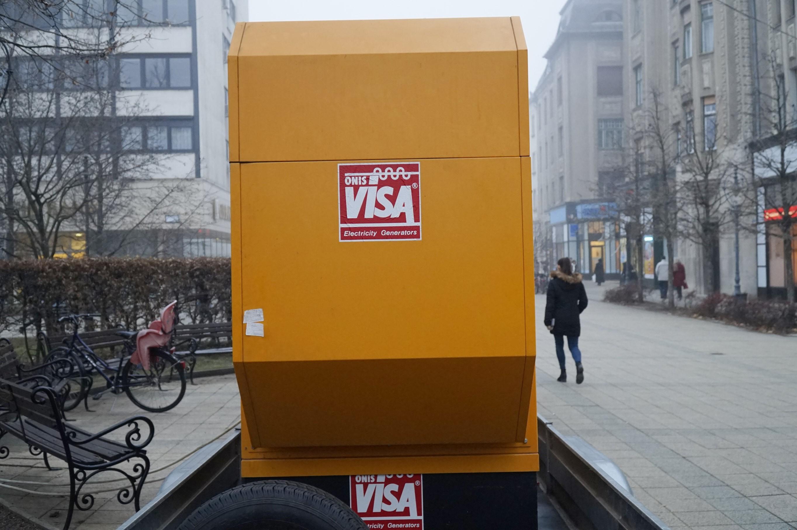 Mit csinál a sárga csúfság a debreceni belvárosban?