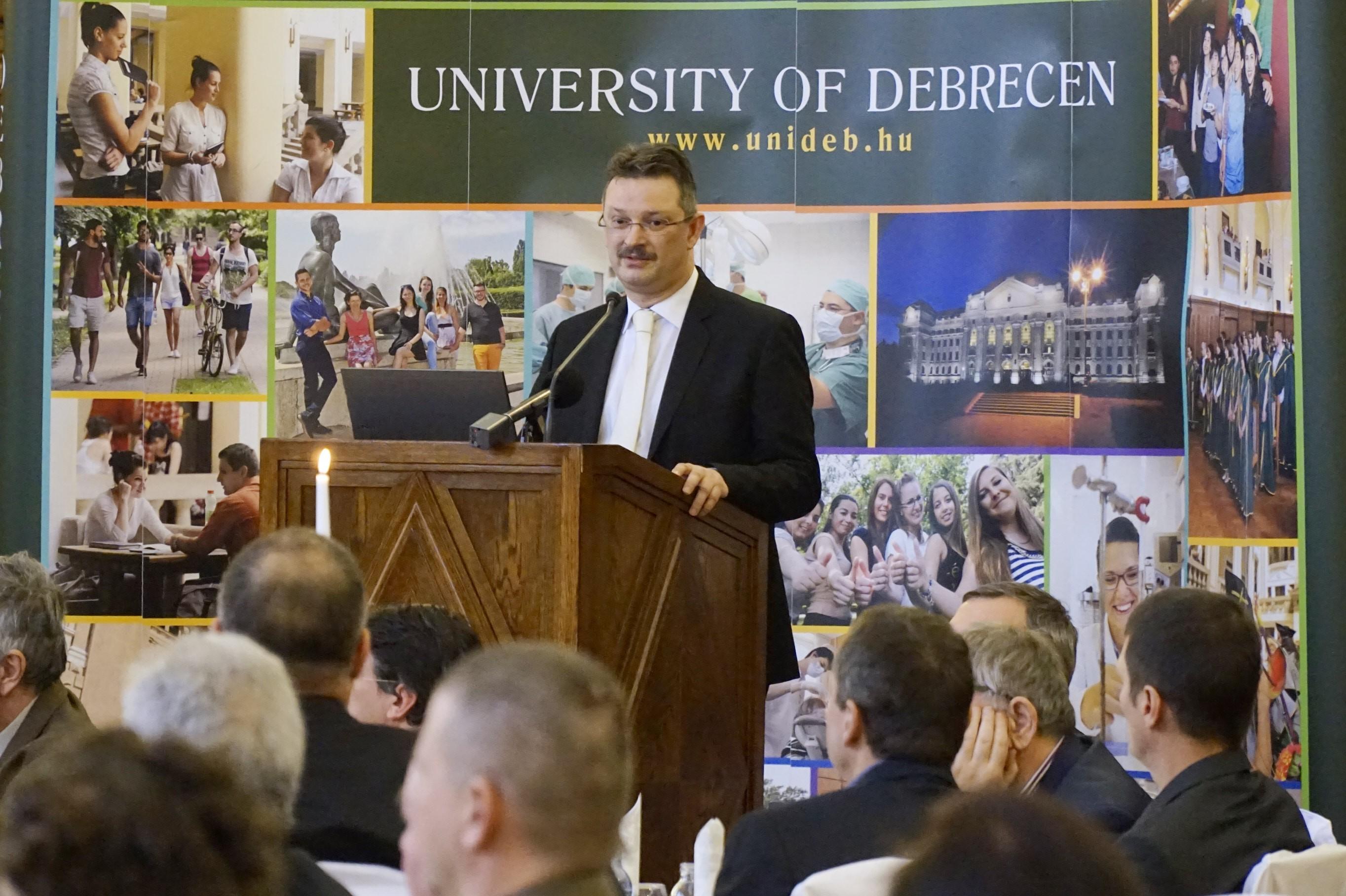 Közép-Európában egyedülálló üzemet épít a Debreceni Egyetem