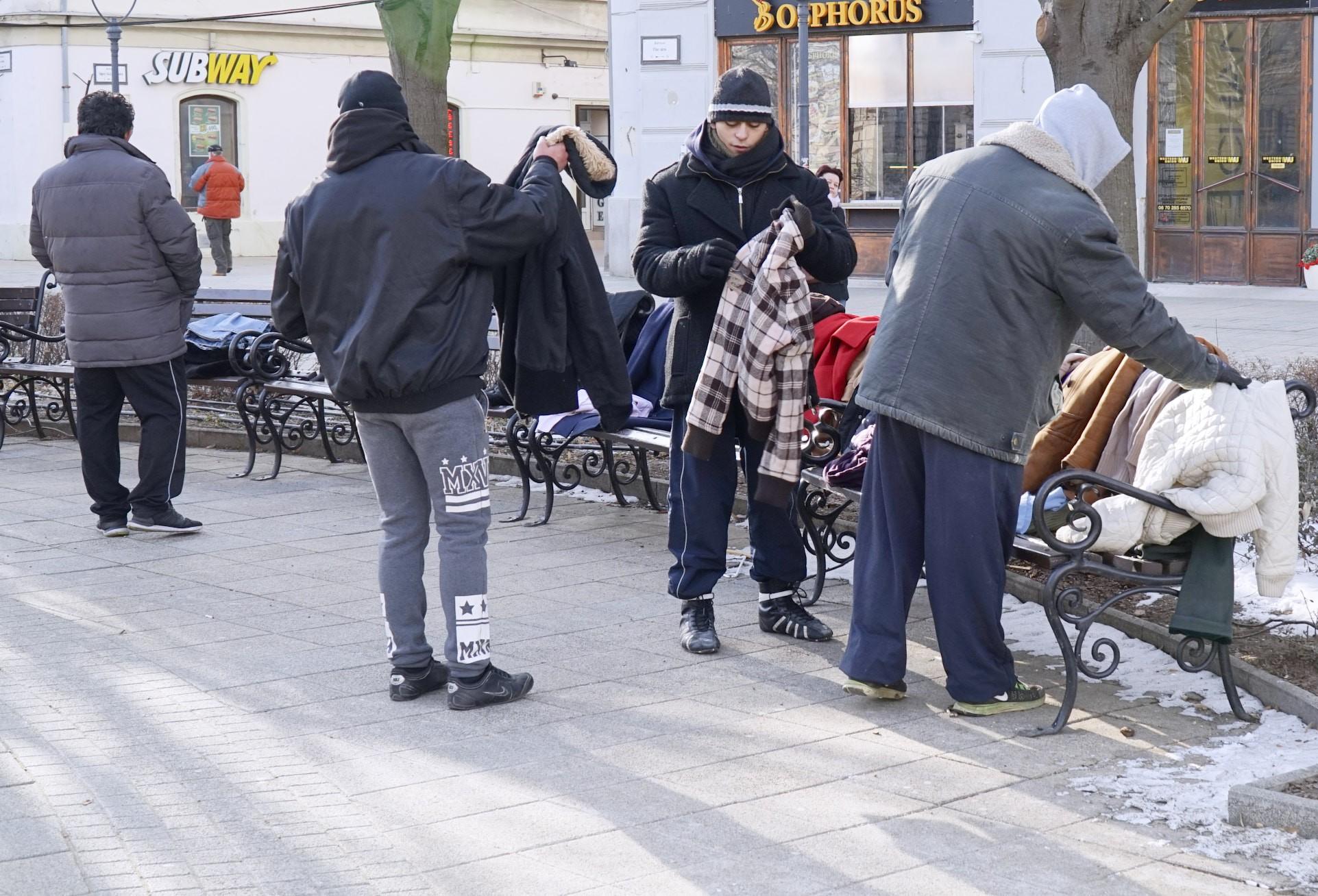 Ingyen elvihető kabátok lepték el Debrecent