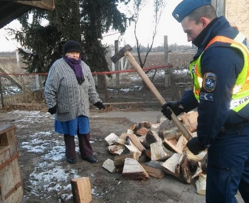 Fejszés rendőrök Debrecenben – nem először
