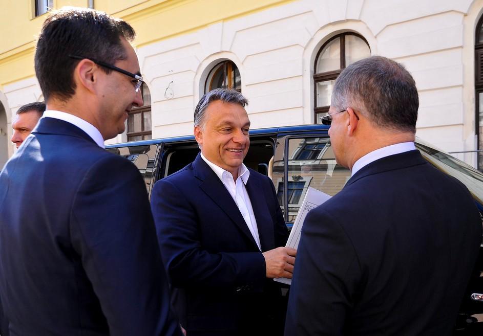 Orbán Viktor csak egy debreceni másolatot kap
