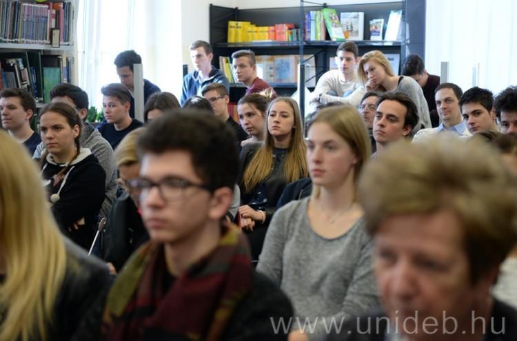 A Debreceni Egyetem megszállta saját gimijét