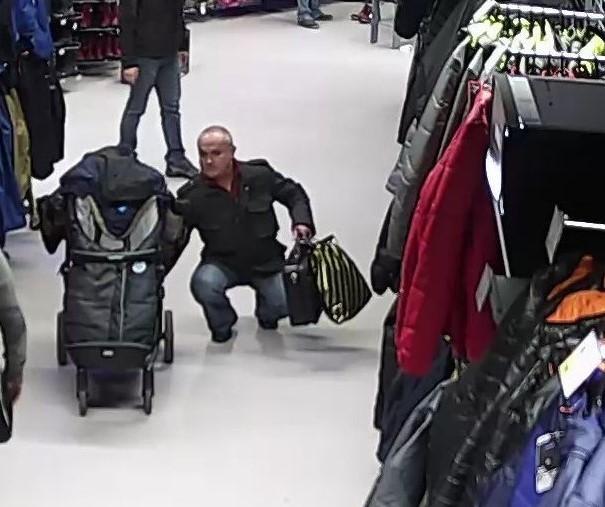 Babakocsiból lopott ez a debreceni férfi. Ismeri?