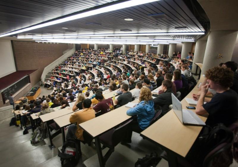 Menő hitel felvenni a debreceni egyetemisták körében