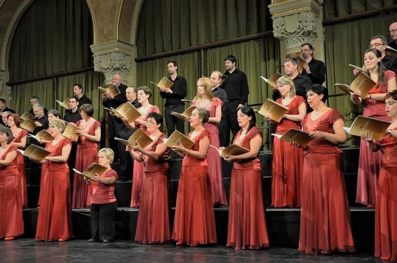 A veronai buszbaleset áldozataiért énekel a Cantemus