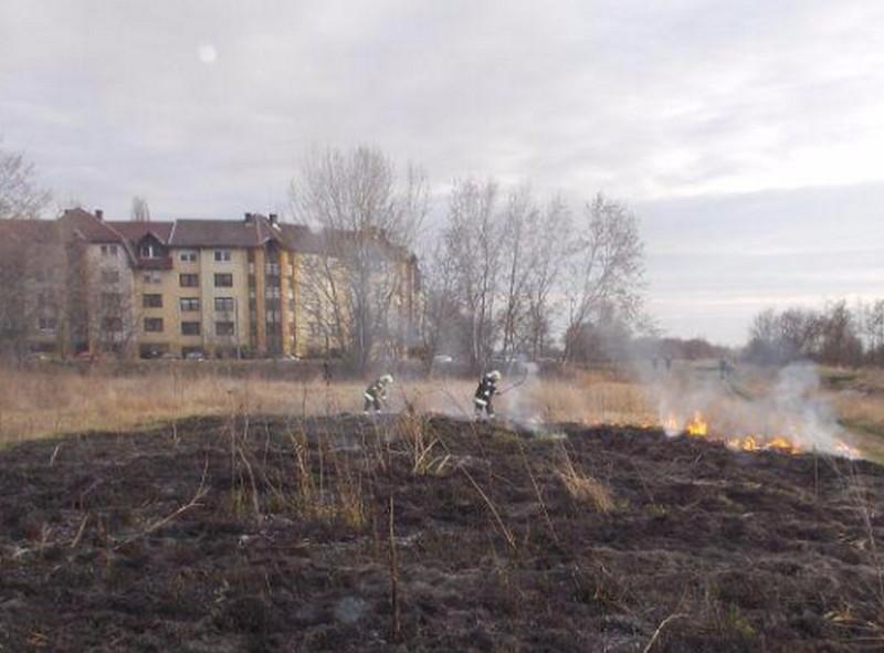 Óriási tüzek Debrecentől Hajdúnánásig