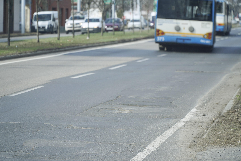 Mennyit??? 2,1 milliárd forintot költöttek Debrecenben útkarbantartásra