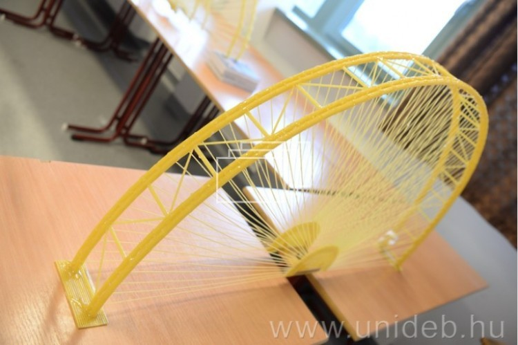 A világbajnokok építeték a legerősebb hidat Debrecenben