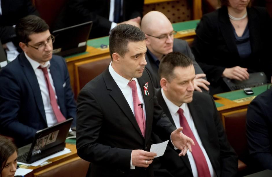 Vona ügynöközött, Orbán csicskázott