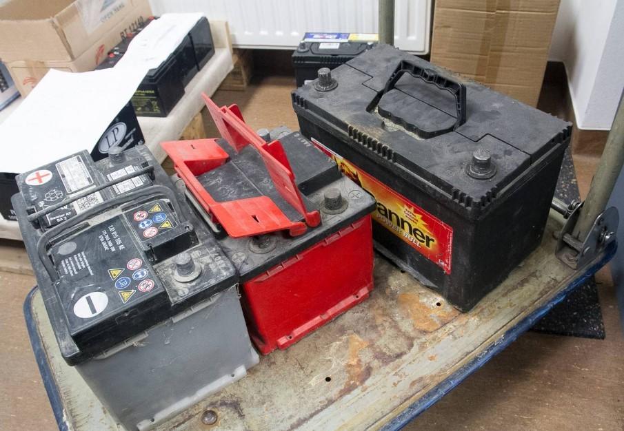 Használt akkumulátorokért kapott kilenc hónapot