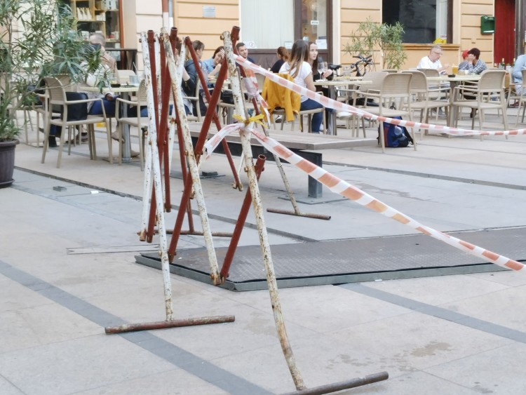 Nagy akármi éktelenkedik Debrecen legmozgalmasabb terén