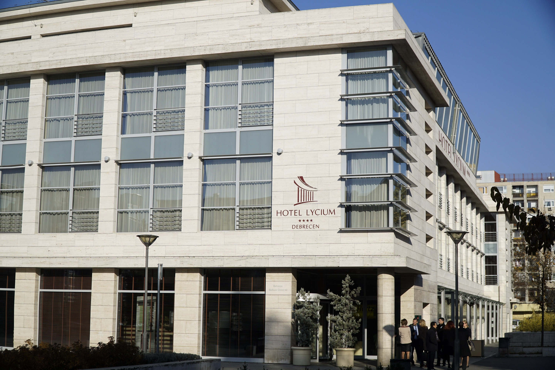A Jobbik nem venne Debrecen helyében hotelt...