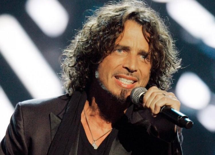 Váratlanul elhunyt a híres rocksztár