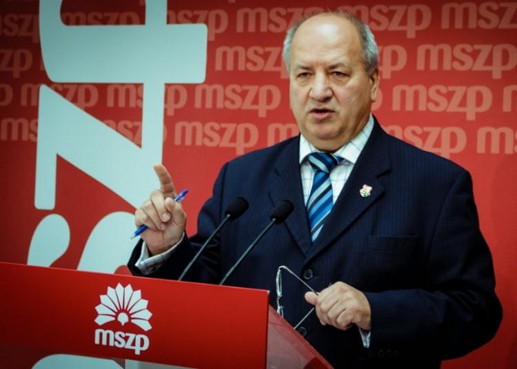 Az MSZP csak nem ereszti a 13. havi nyugdíjat