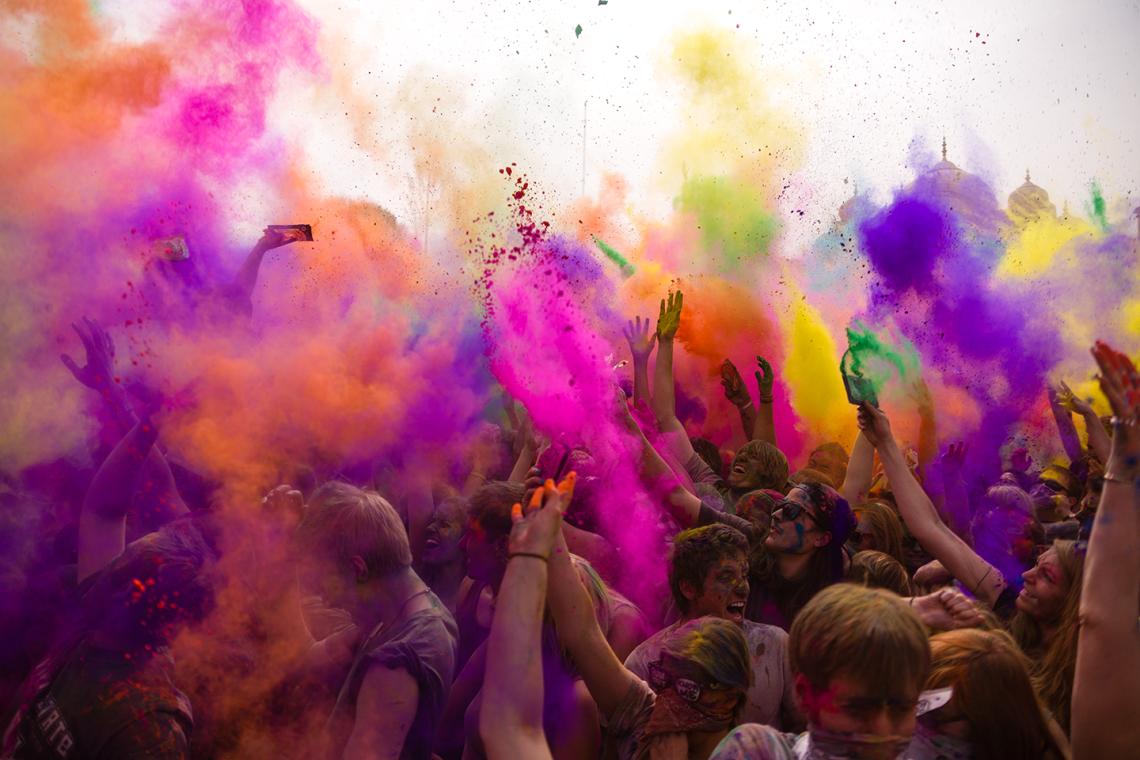 A világ legszínesebb fesztiválja jön Debrecenbe
