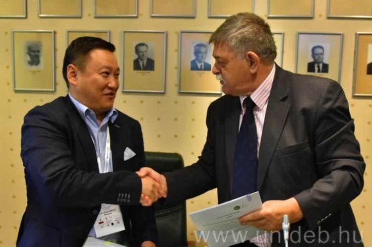 Debrecenben a mongoloknak adnak európai választ