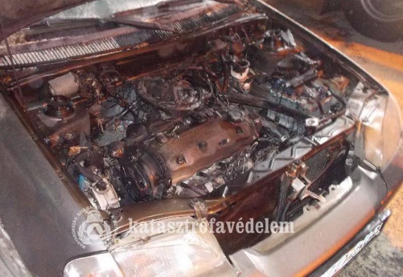 Kigyulladt egy autó Debrecenben