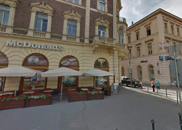 Debrecen belvárosában végzett önkielégítést