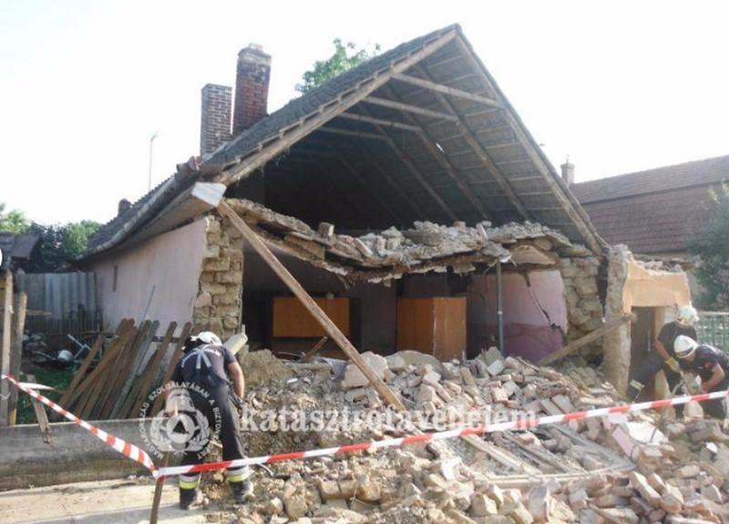 Az utcára dőlt egy ház eleje Hajdúböszörményben