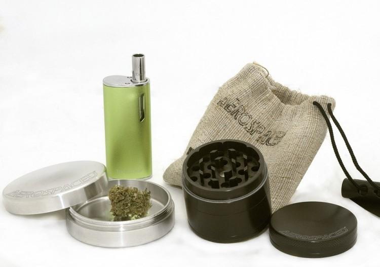 Elképesztő mennyiségű drogot találtak Röszkén