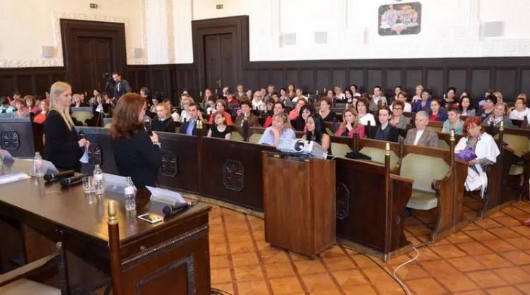 Család-anya-karrier: debreceni konferencia a nőkért