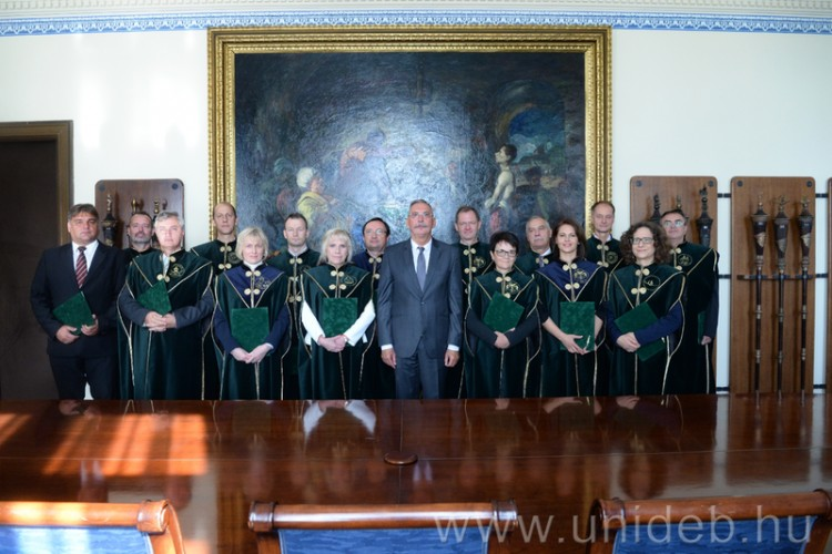 Ők a Debreceni Egyetem új egyetemi tanárai