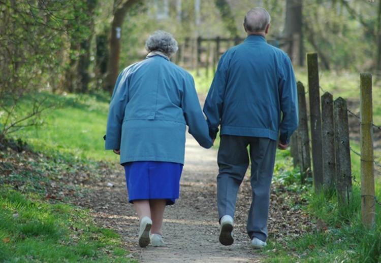 Üzent a nyugdíjasoknak a kormány