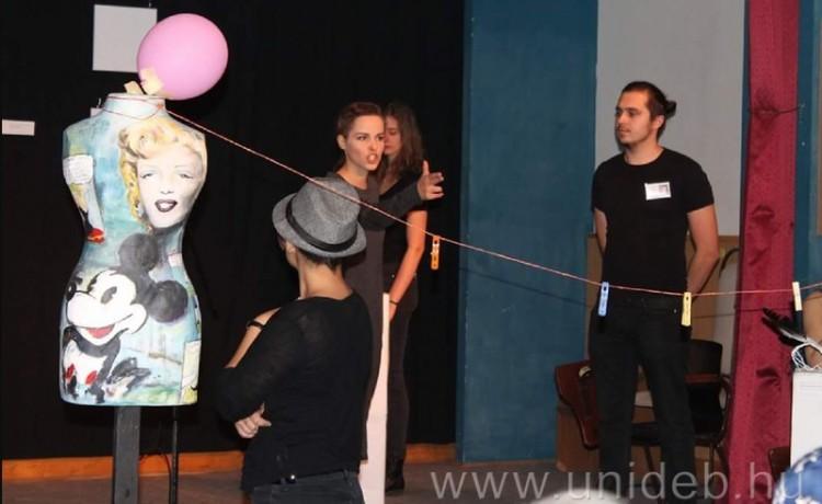 Debreceni siker: vastapssal fogadták az egyetem színészeit