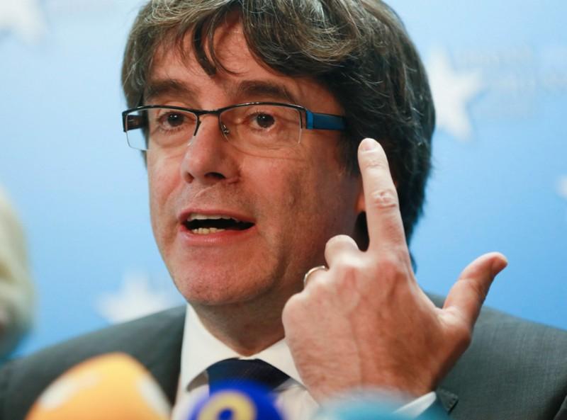 Feladta magát a leváltott katalán elnök