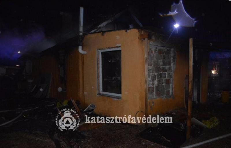 Lángoló épületből mentettek embert Hajdúsámsonban