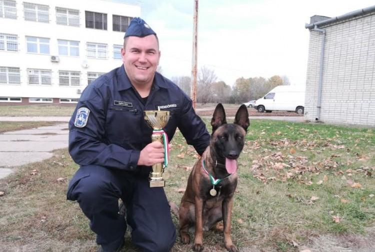 Debreceni rendőré a legjobb kutya. Vagy debreceni kutyáé a legjobb gazda...