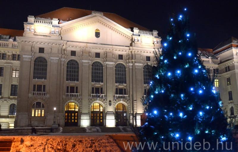 Decemberben is gyönyörű a Debreceni Egyetem! + videók